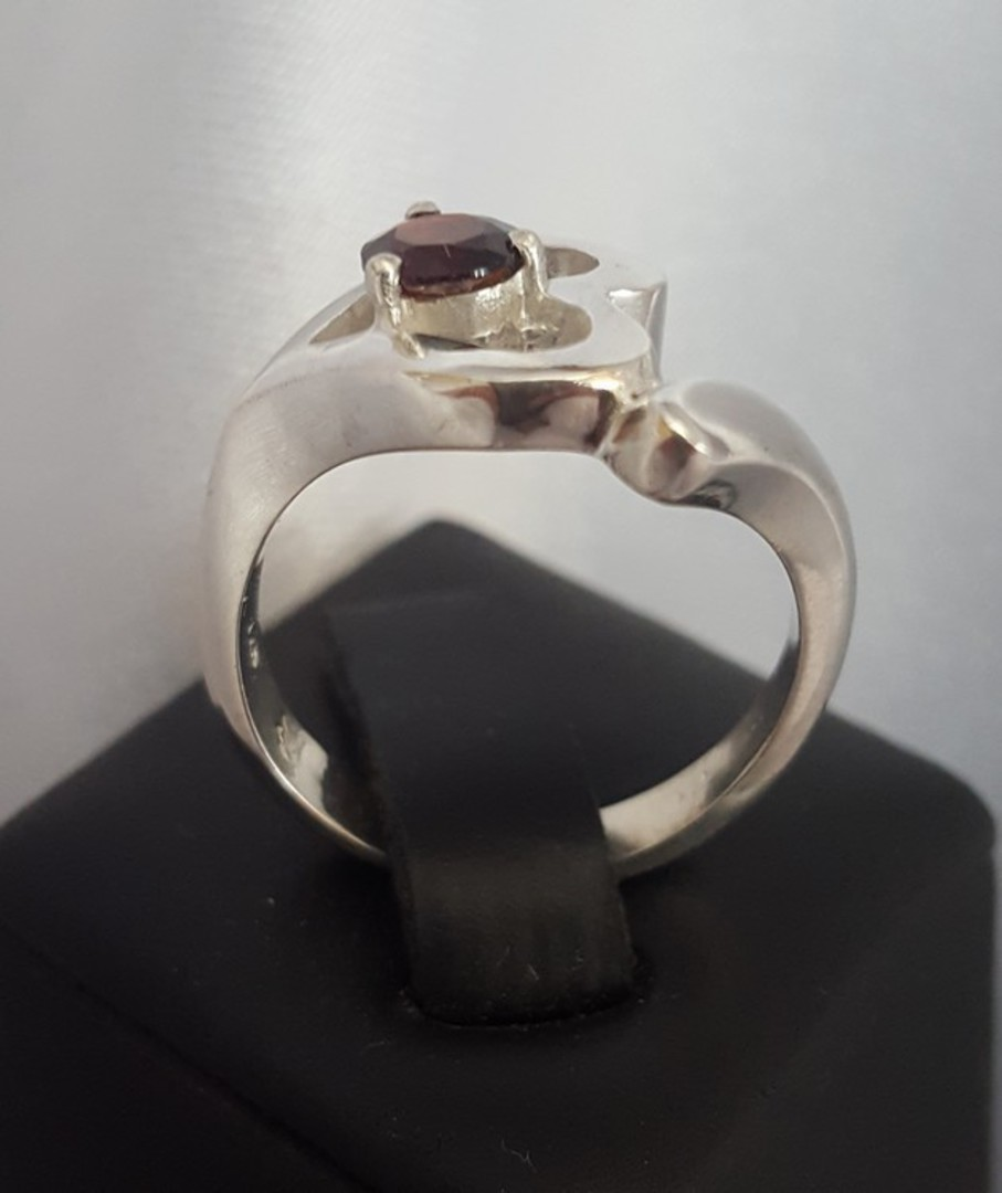Silver heart ring with garnet gemstone image 3