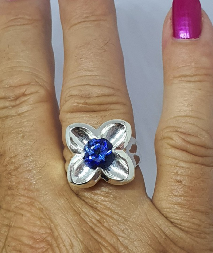 Silver flower ring with sparkling deep blue topaz coloured stone image 1