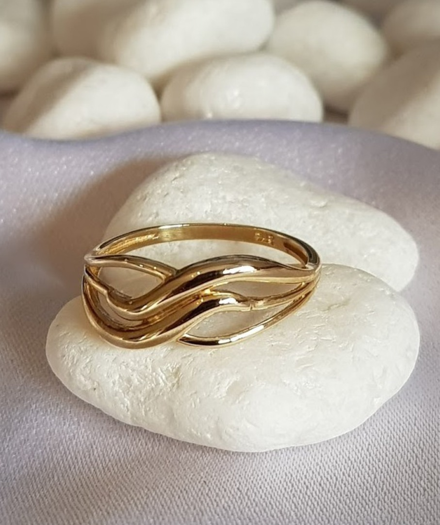 9ct yellow gold band ring - free resizing image 0