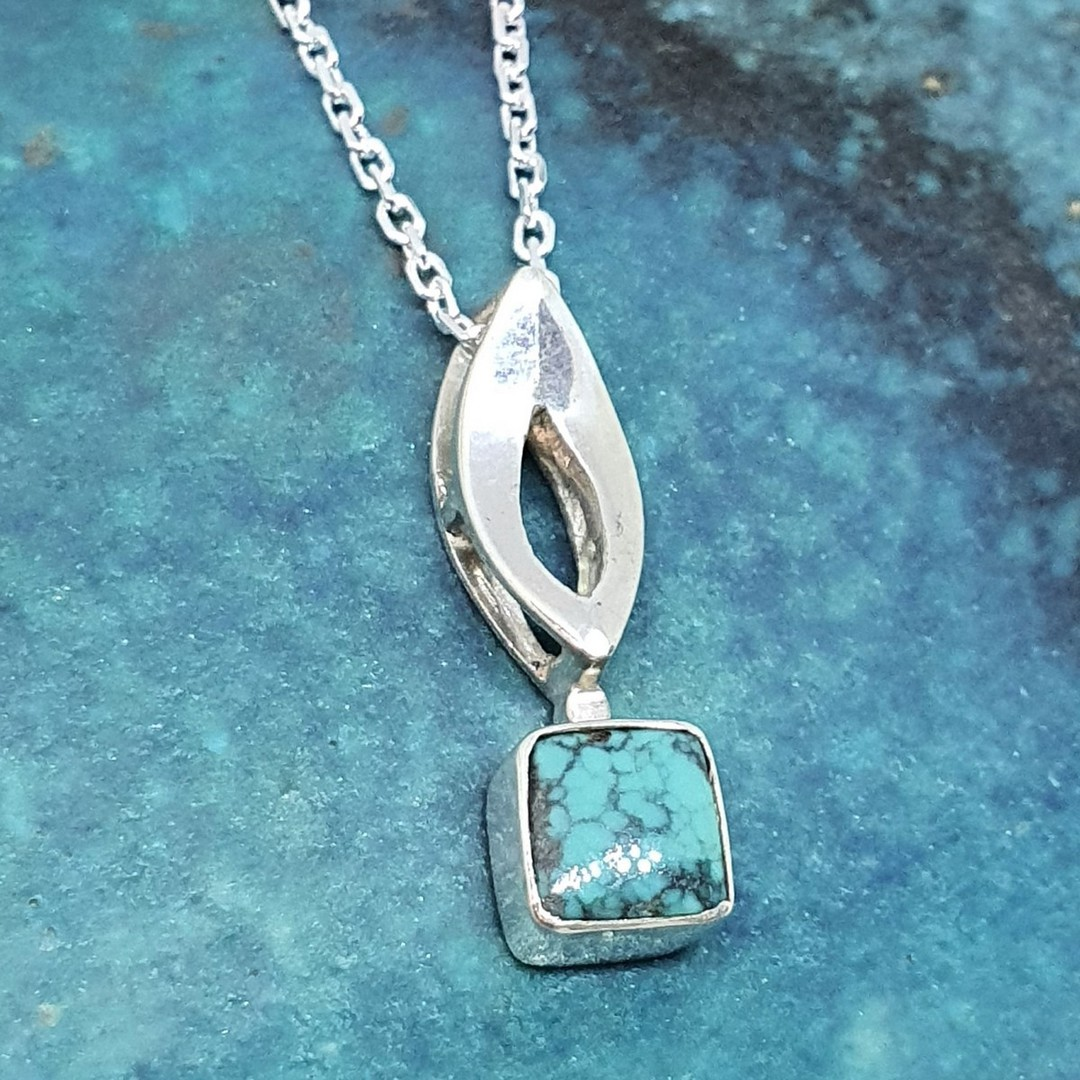Little turquoise pendant and chain image 1