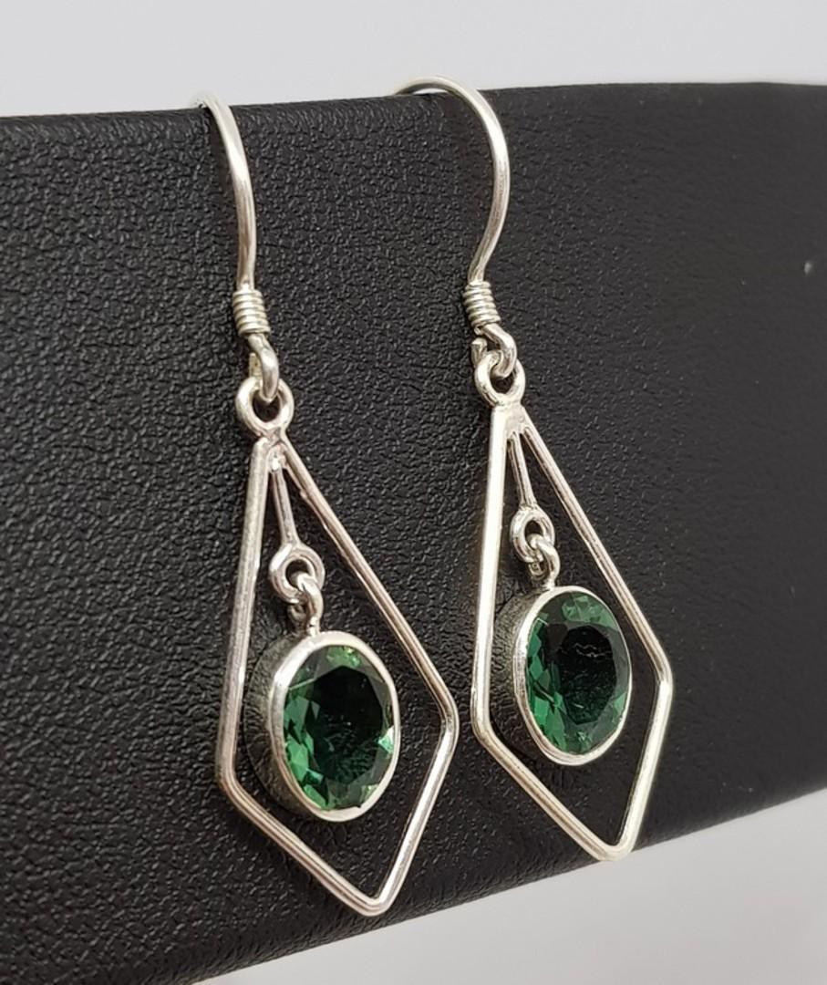 Open kite shape silver earrings with green quartz image 0