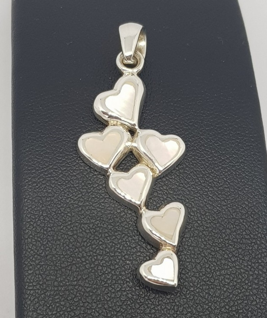 Mother of pearl hearts pendant image 0