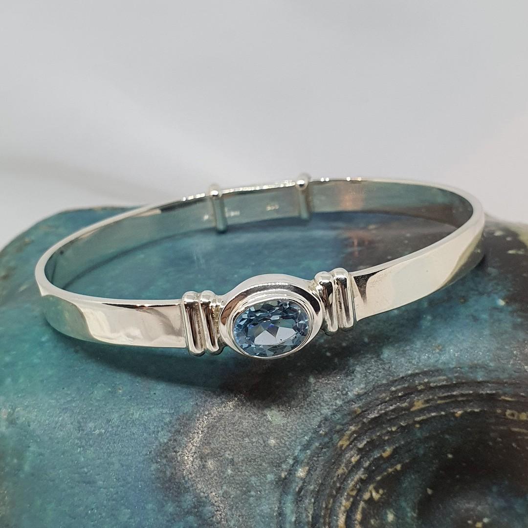 Sparkling blue topaz gemstone bracelet image 3