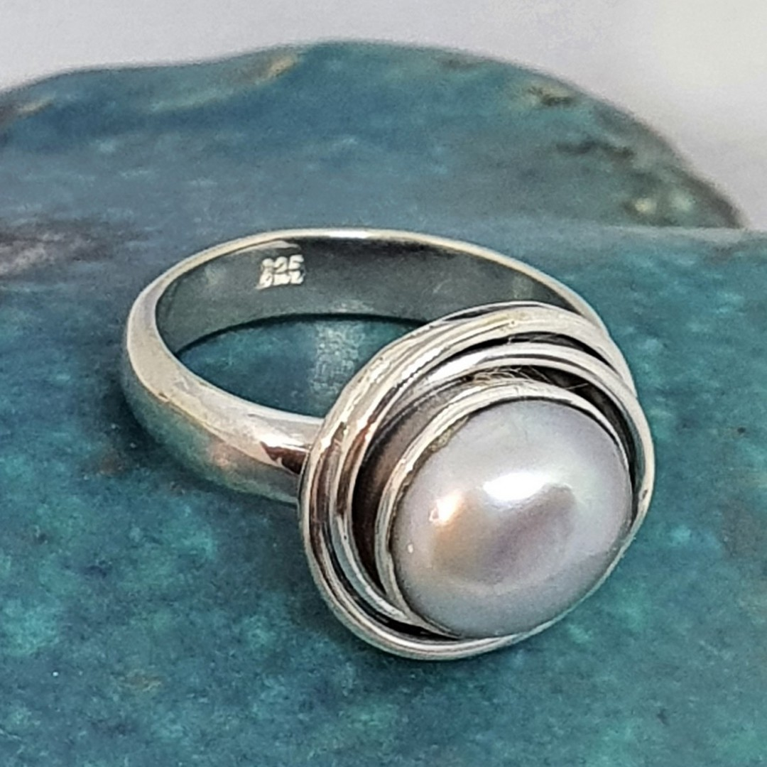 Sterling silver pale grey pearl ring image 3