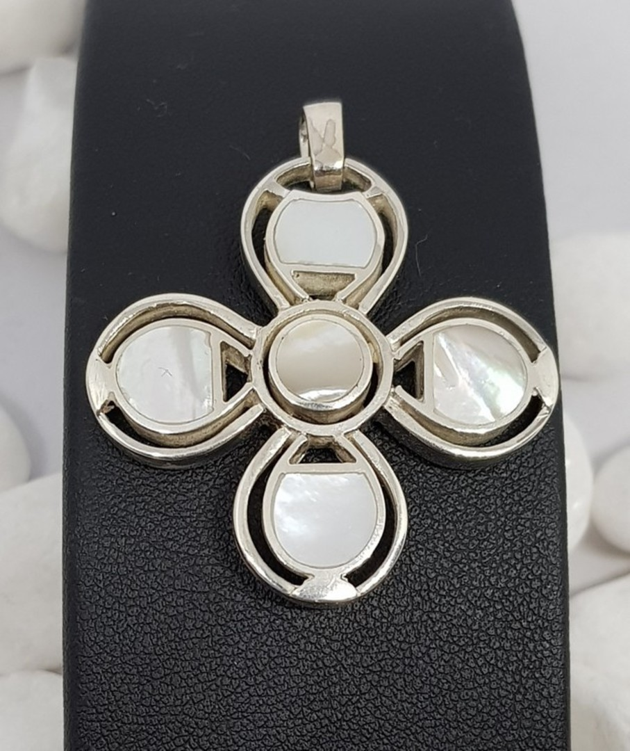 Mother of pearl (white shell) silver pendant image 0