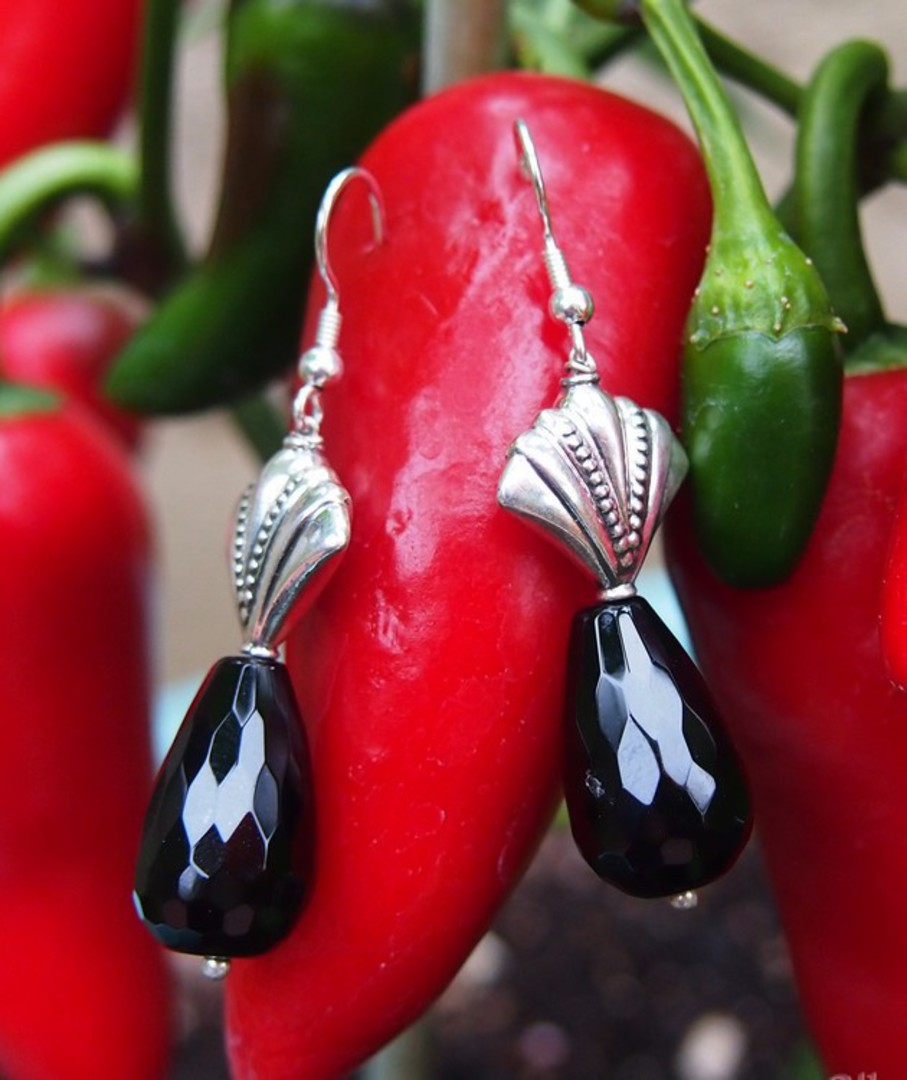 Silver earrings with facet cut onyx beads image 3
