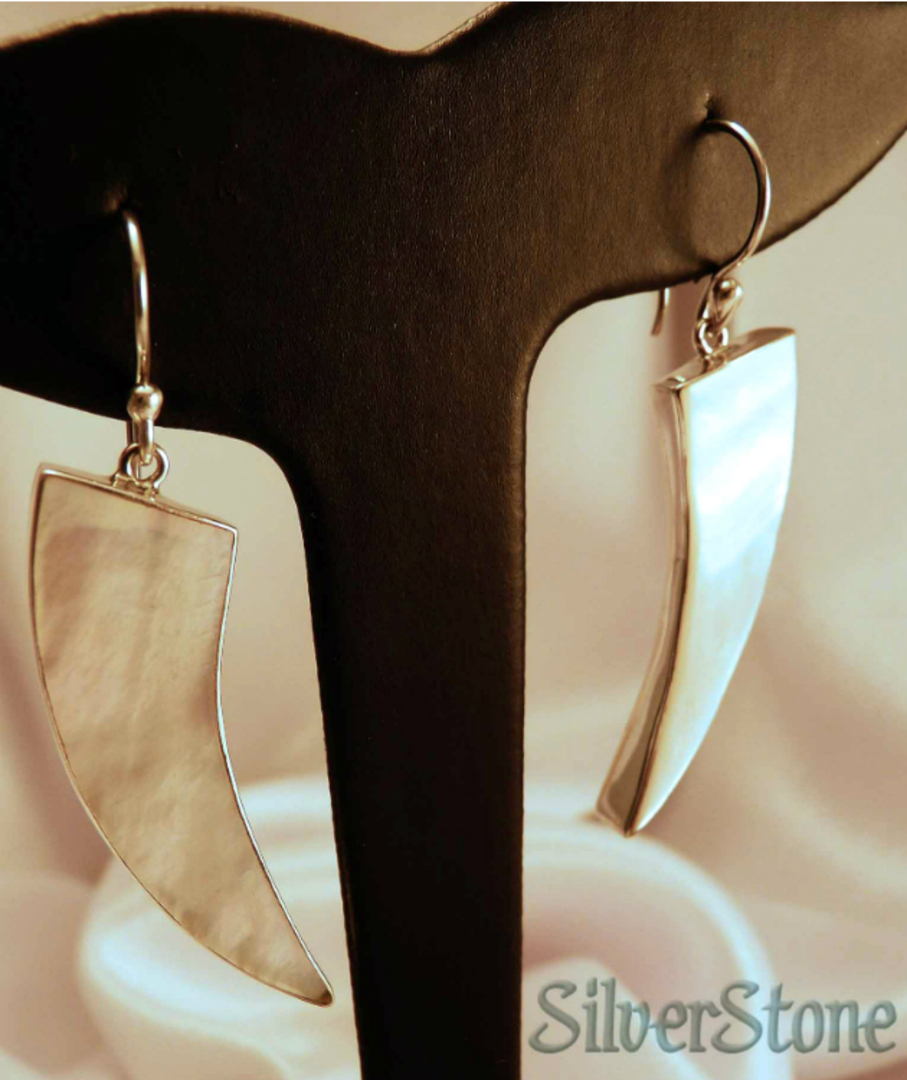 Mother of pearl elongated silver earrings image 3