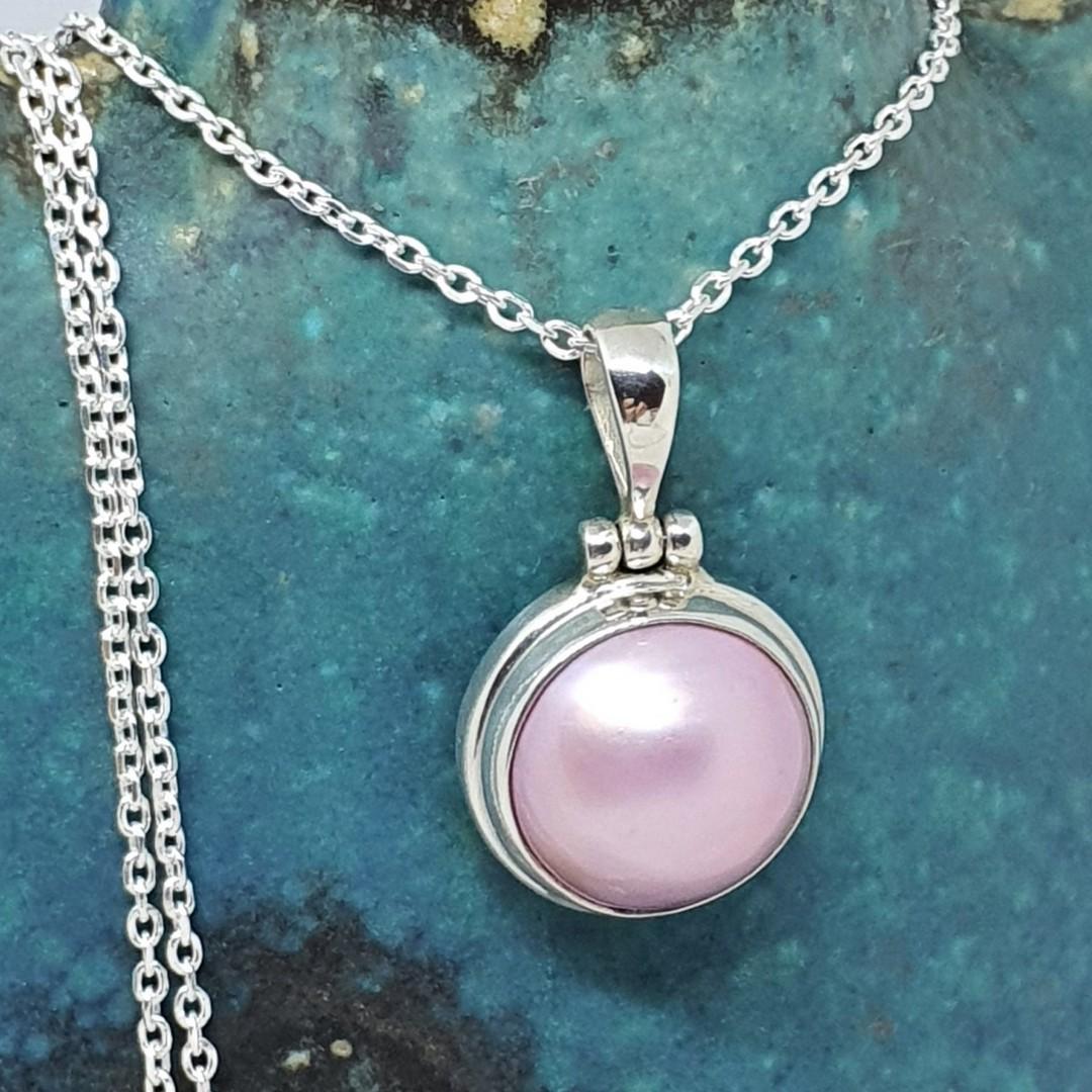 Pink pearl pendant image 1
