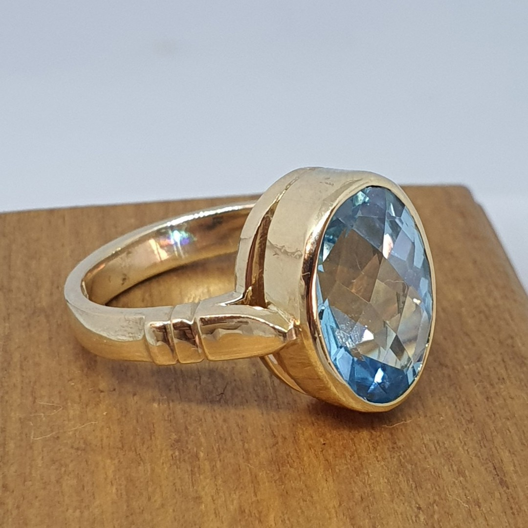9ct yellow gold, blue topaz solitaire ring image 6