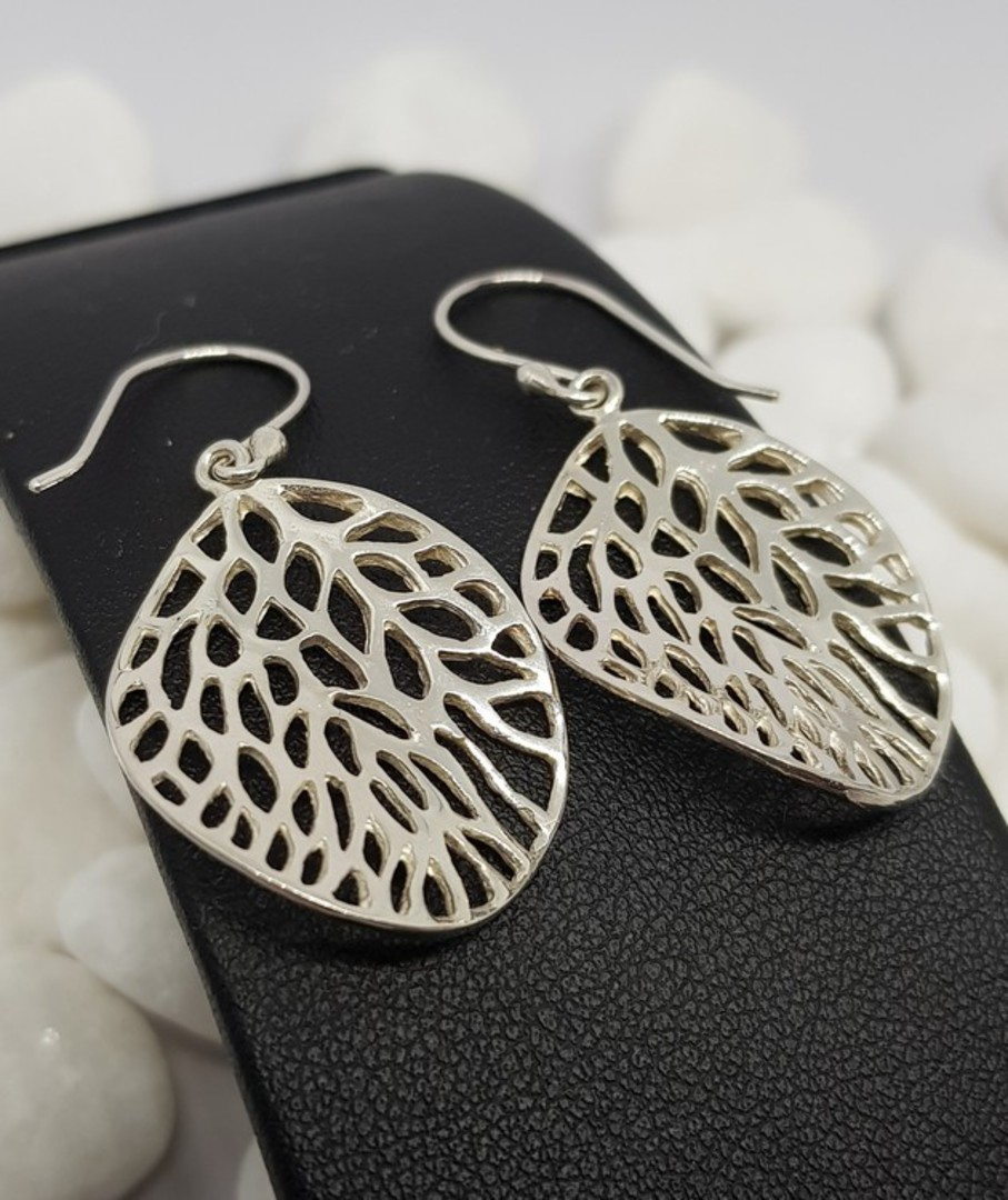 Fun leaf earrings with infinite holes image 2