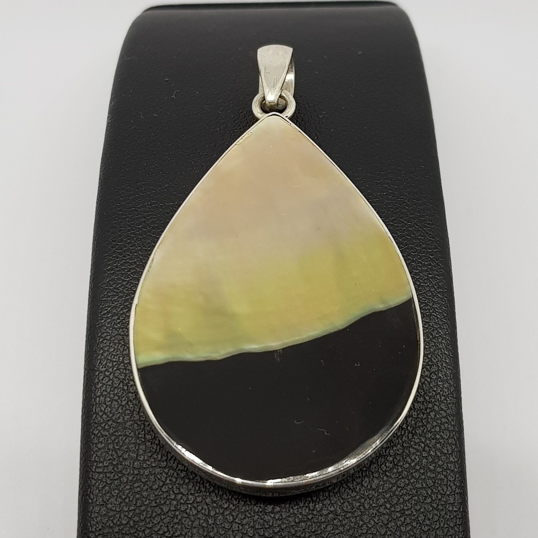 Black and caramel silver shell pendant image 0