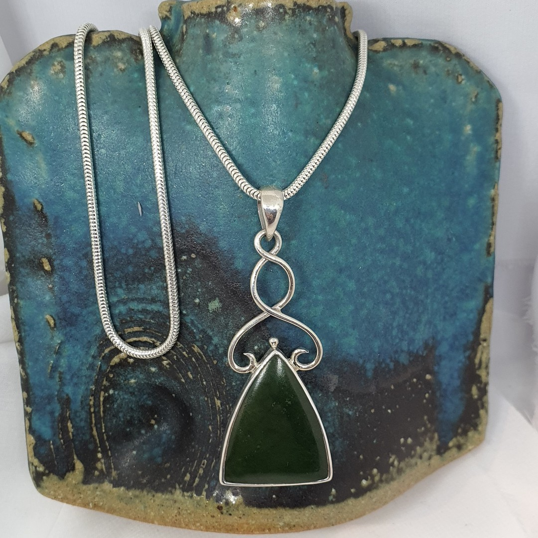 Sterling silver NZ greenstone pendant image 3
