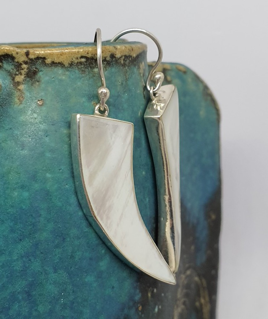 Mother of pearl elongated silver earrings image 2