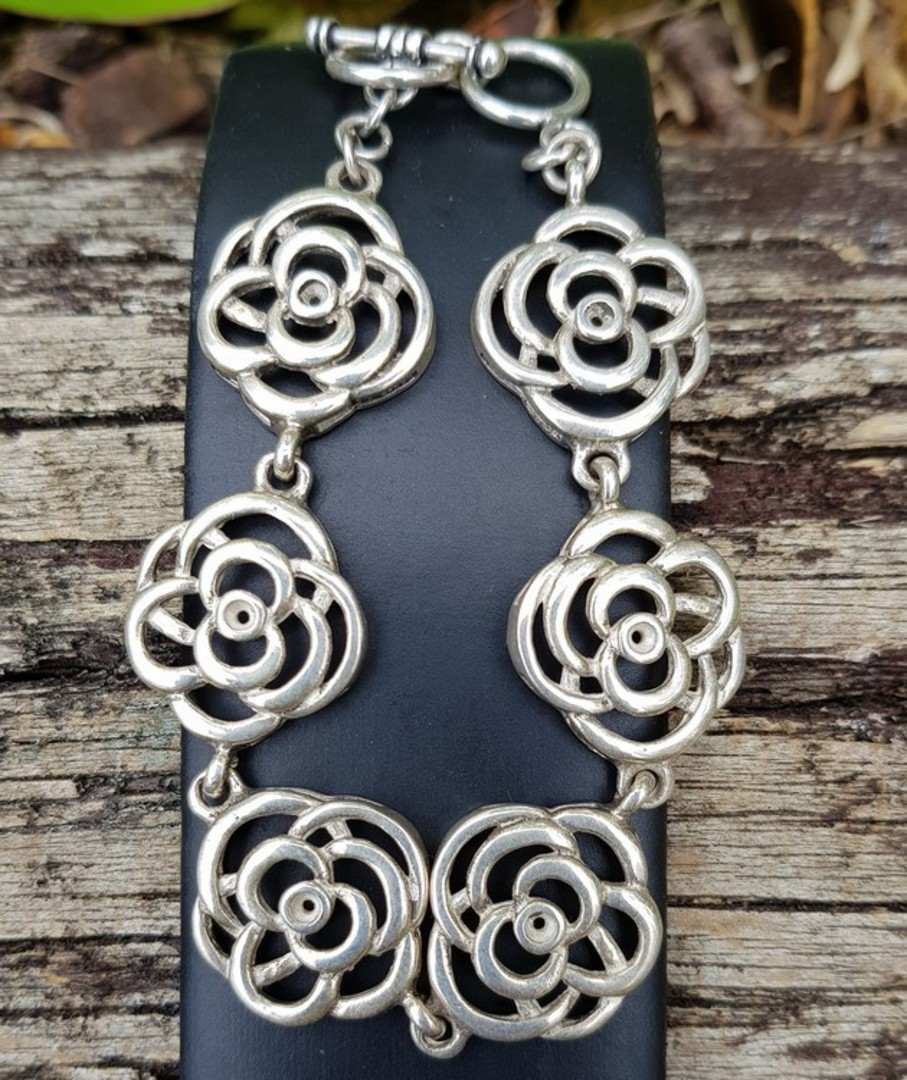 Exquisite, NZ made sterling silver flower bracelet image 2