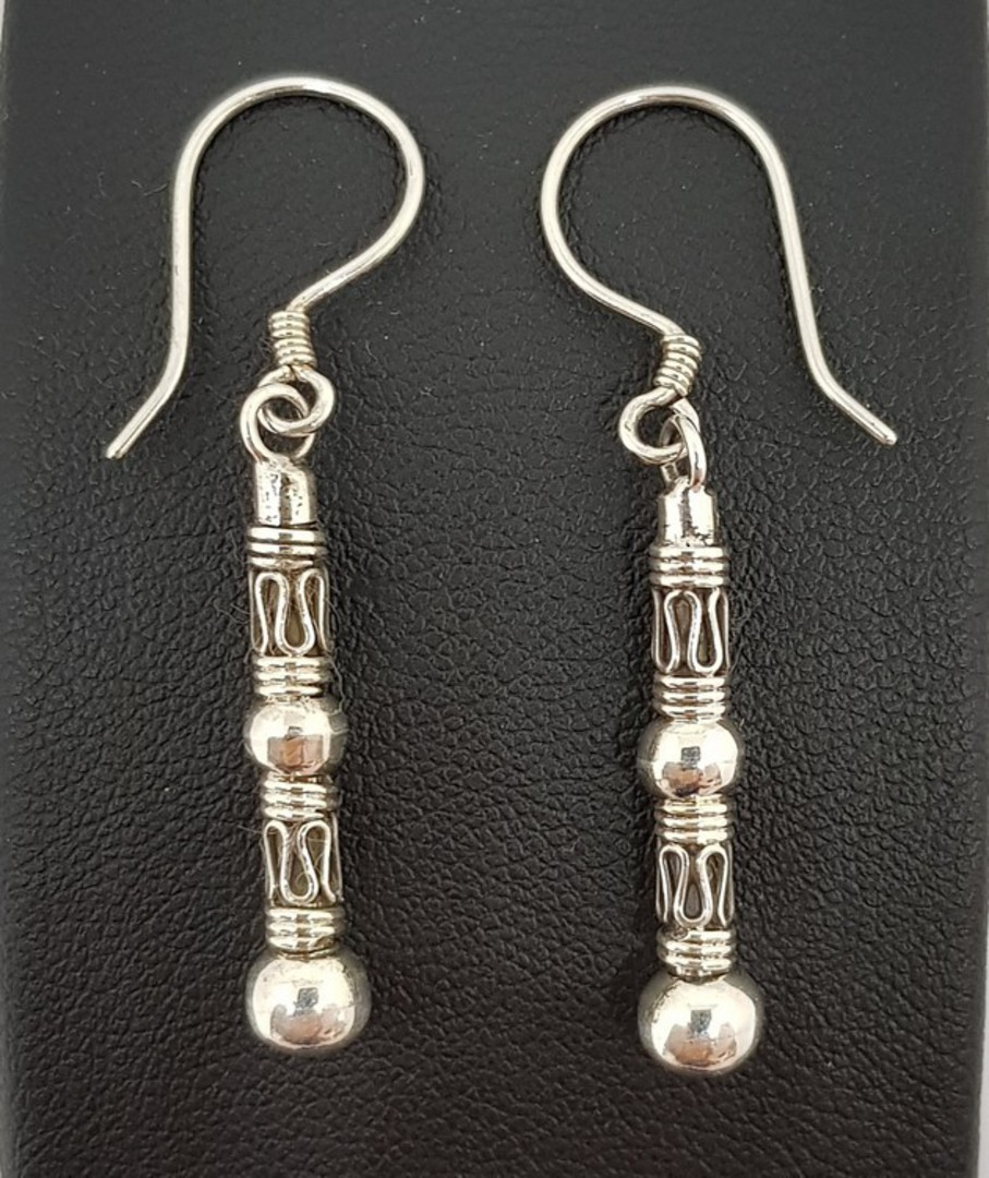 Long silver earrings with stunning designs image 0