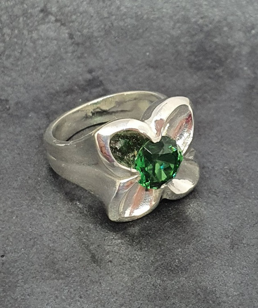 Sterling silver flower ring with green quartz image 1