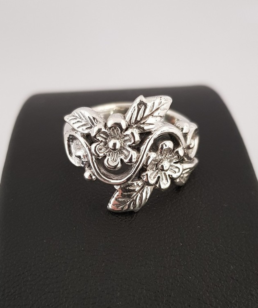 Sterling silver ring with flowers and leaves in band image 0