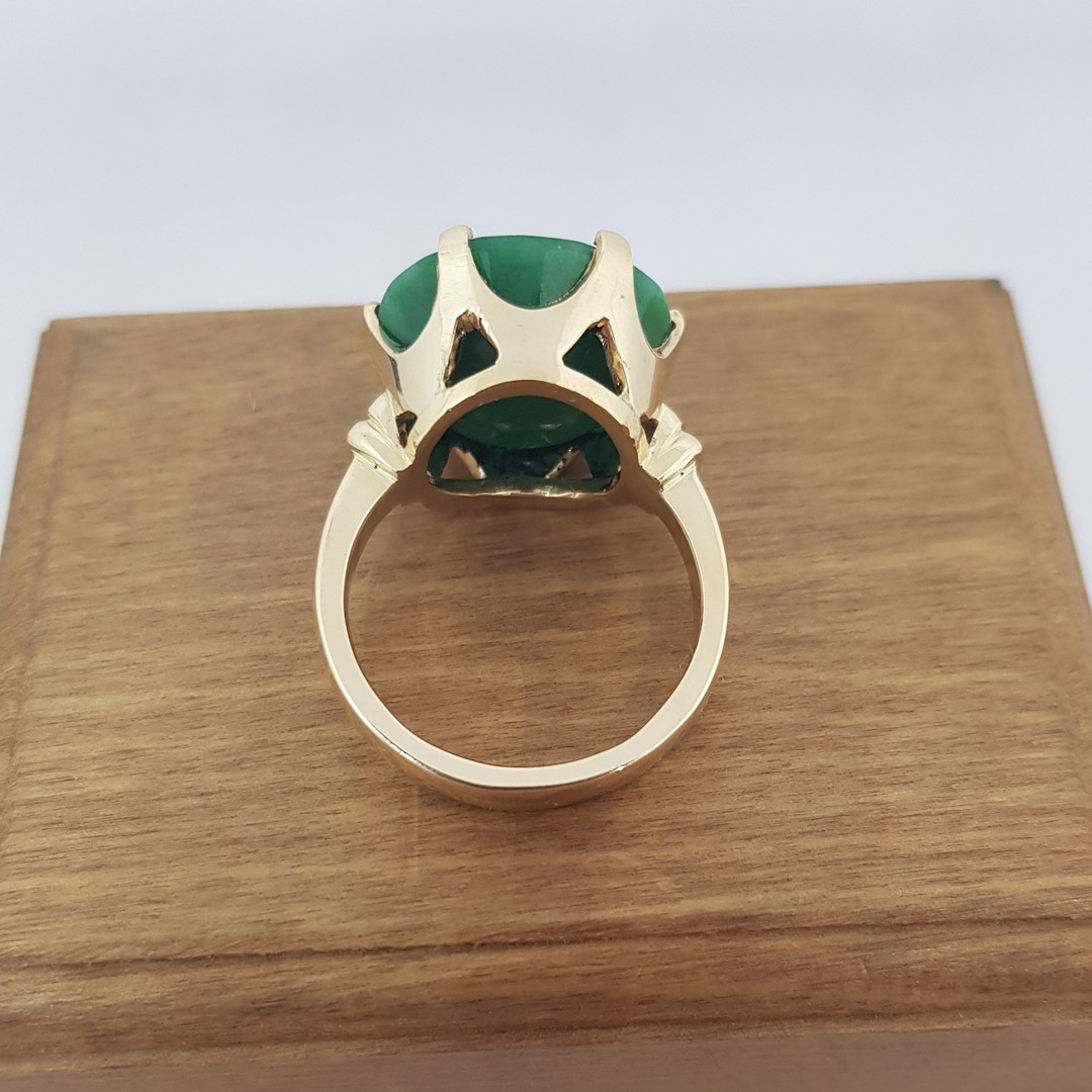 9ct yellow gold, large emerald ring image 3