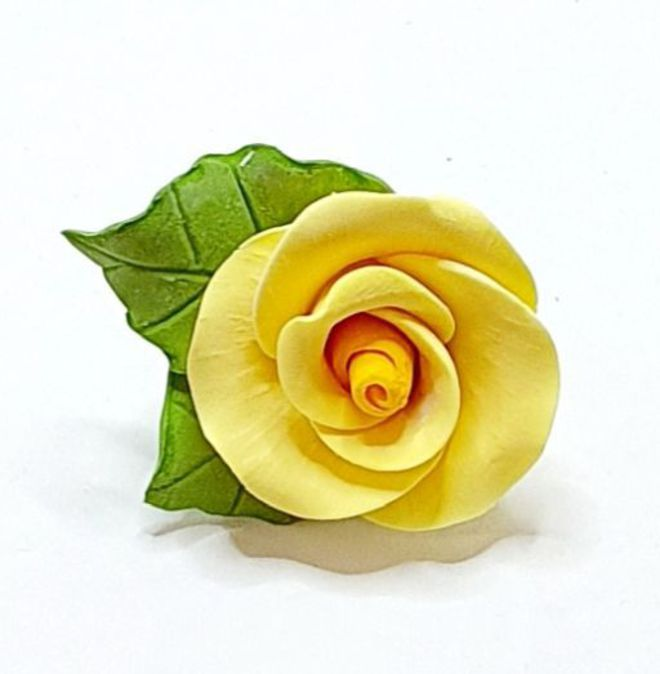 Icing Yellow Roses With Leaves  40mm .  Box of 144 image 0