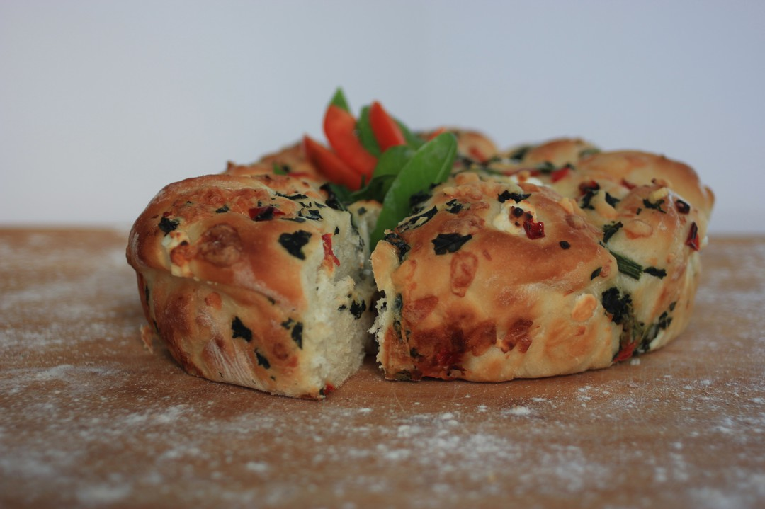 Spinach and Cheese Pull-apart image 0