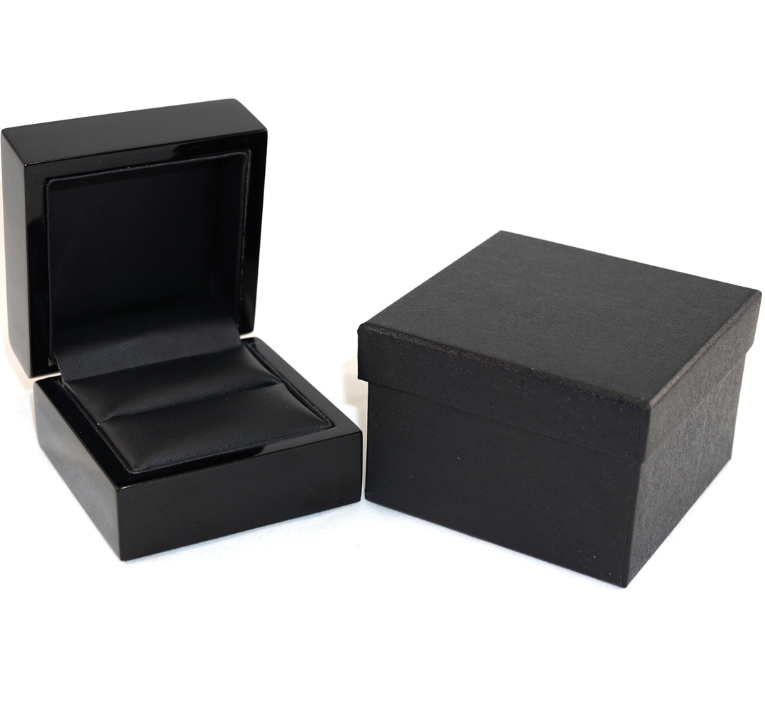 RING BOX GLOSS BLACK WOOD BLACK PAD image 0