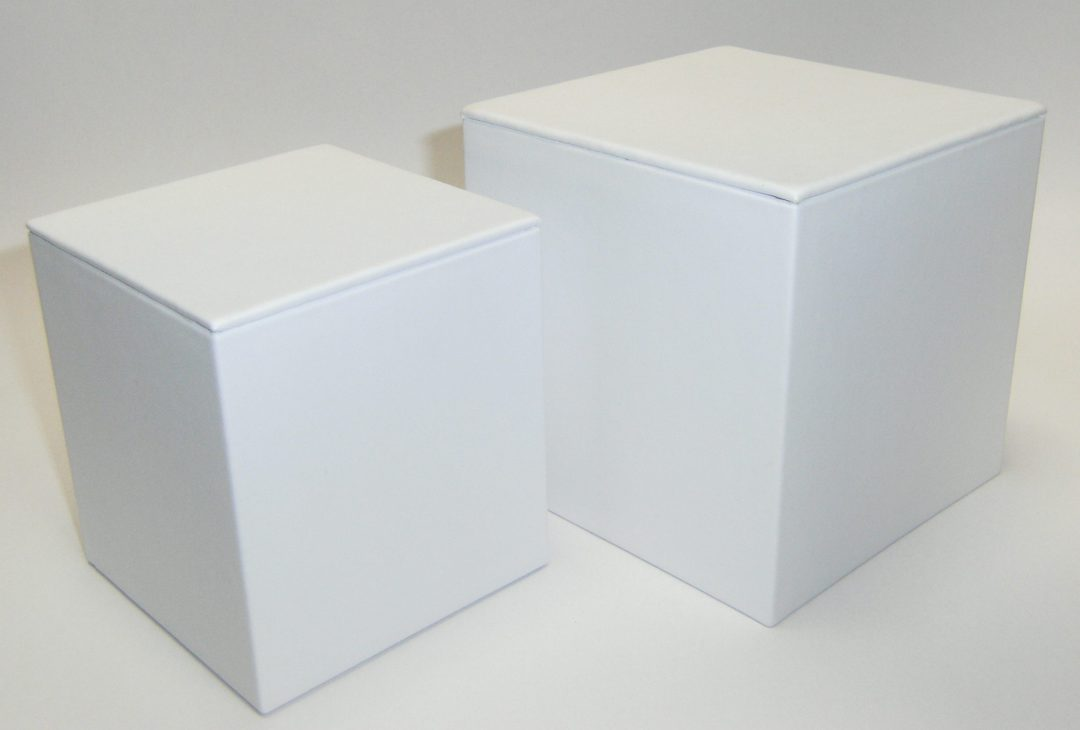 SMALL DISPLAY CUBE WHITE VINYL image 0