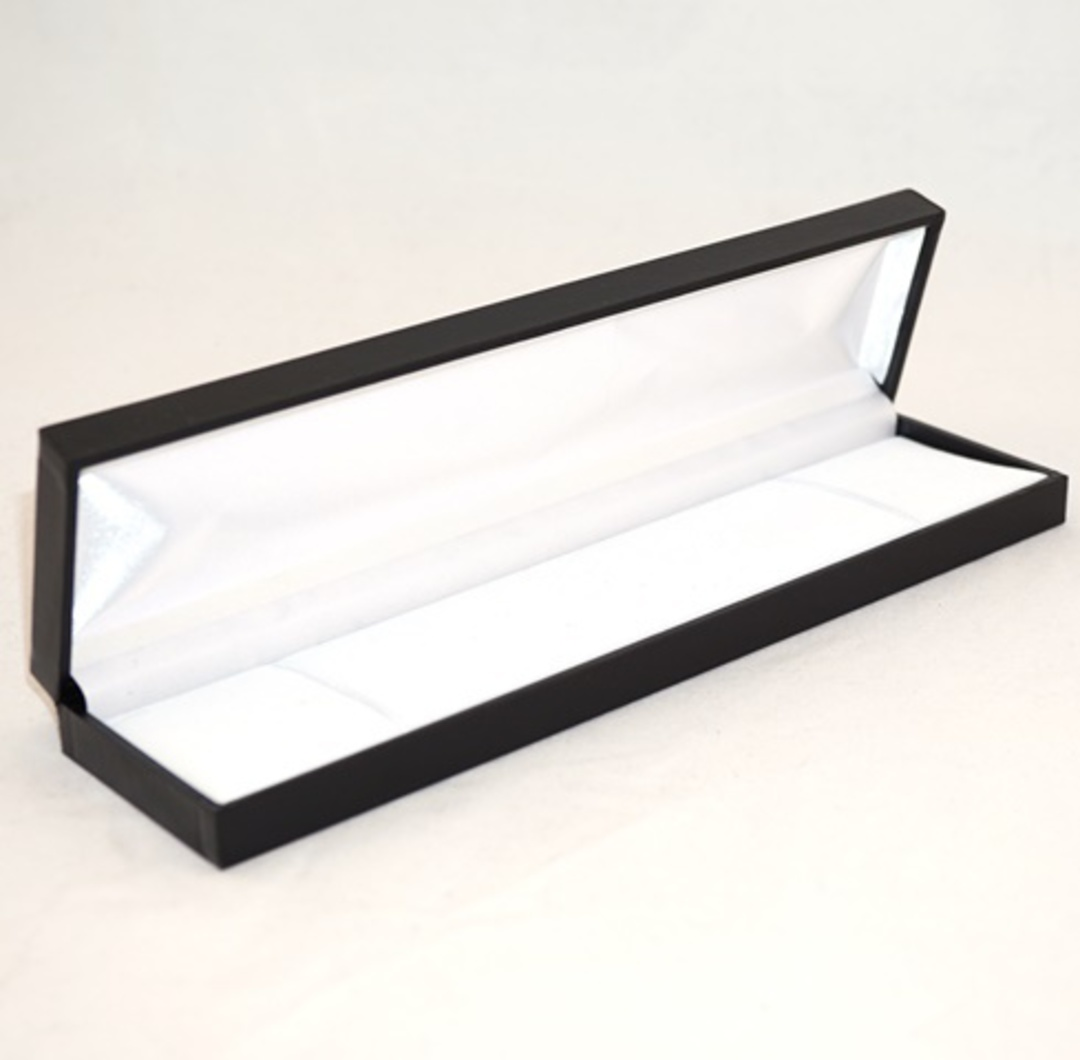 SDB - LONG BRACELET BOX LEATHERETTE BLACK NO LINE WHITE VELVET PAD image 0