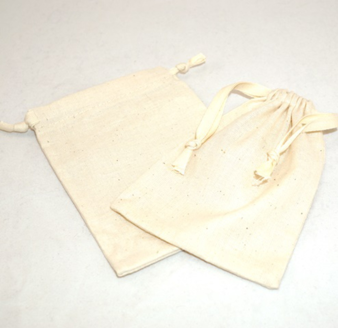 LARGE CALICO POUCH CREAM/CREAM RIBBON 95 X 130MM image 0