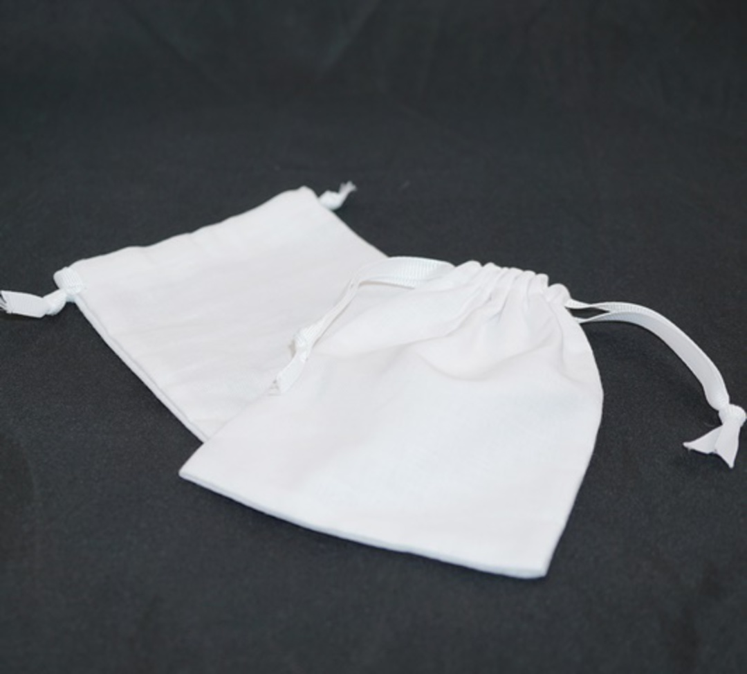 LARGE CALICO POUCH WHITE/WHITE RIBBON 95 X 130 MM image 0