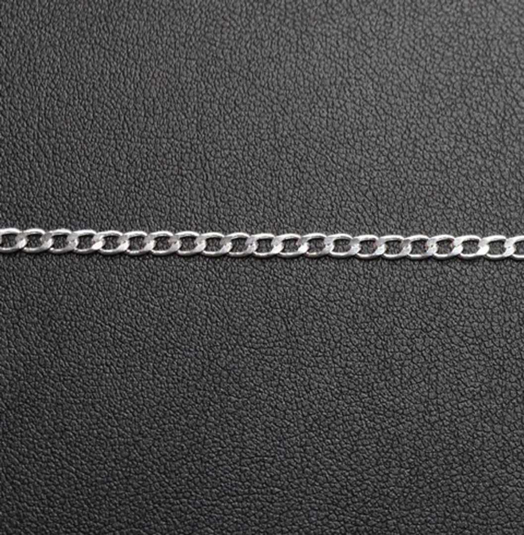 DEBBIE CHAIN FINE CURB SILVER PLATED 2.8X3.8MM (1 MTR) image 1