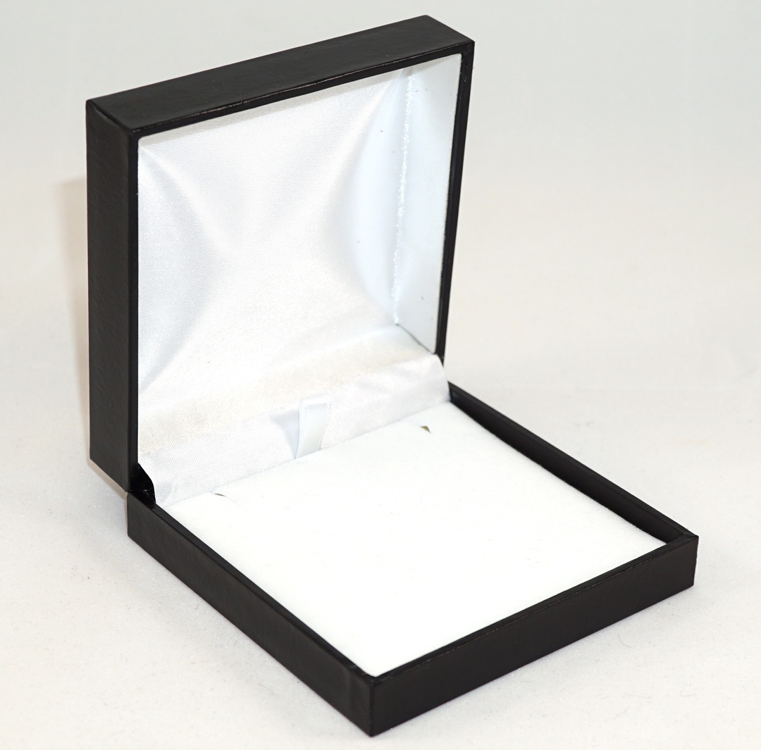 SDLP - LARGE PENDANT BOX LEATHERETTE BLACK NO LINE WHITE VELVET PAD image 0