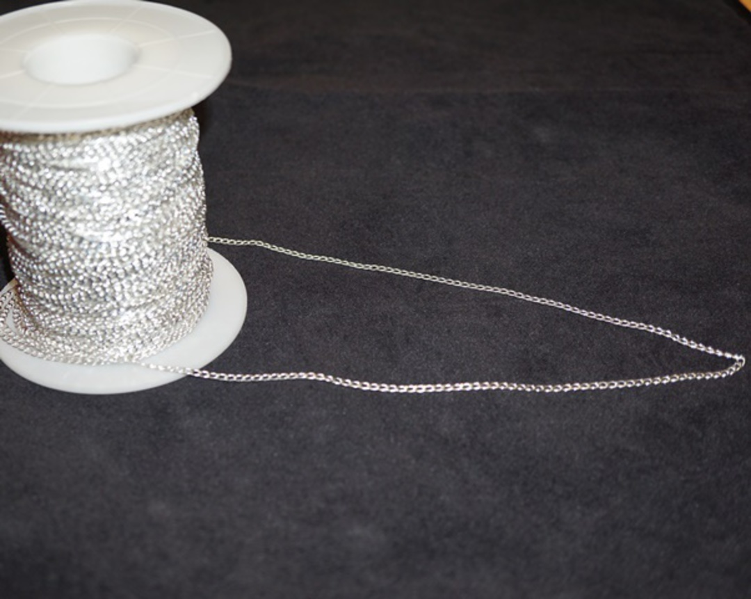 DEBBIE CHAIN FINE CURB SILVER PLATED 2.8X3.8MM (1 MTR) image 0