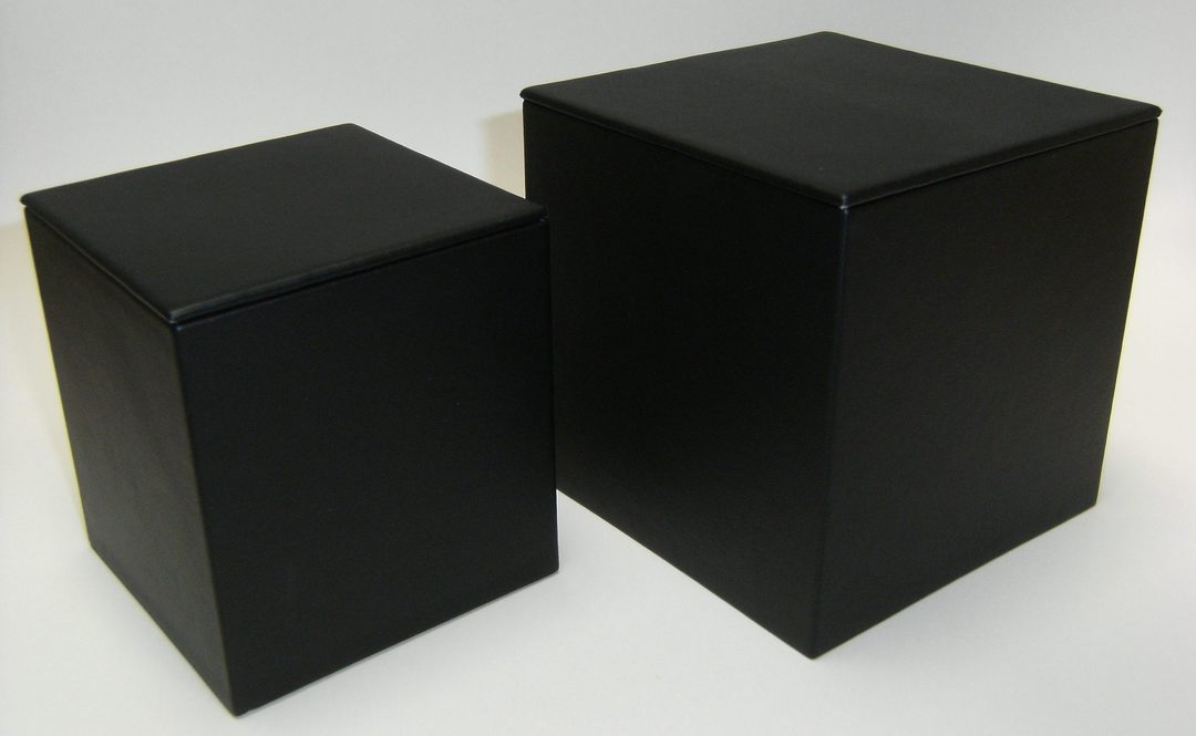 SMALL DISPLAY CUBE BLACK VINYL image 0