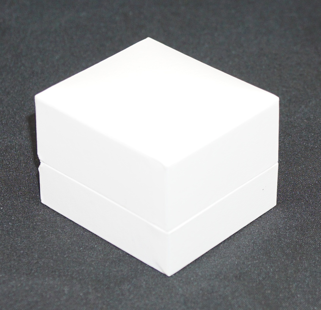 SDR - RING BOX LEATHERETTE WHITE NO LINE WHITE VINYL PAD image 1