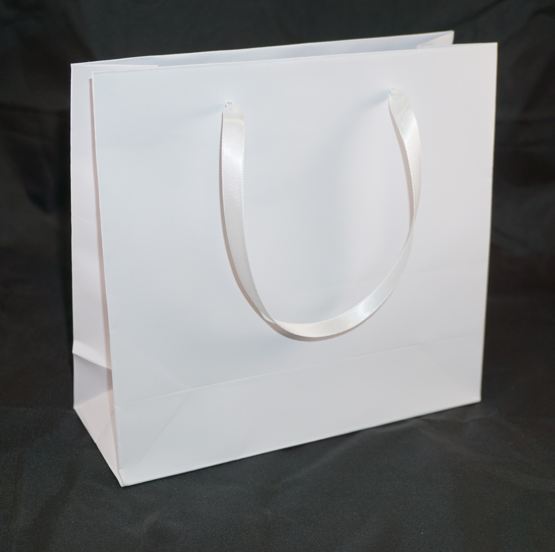 DELUXE MEDIUM WHITE CARRY BAG WITH WHITE RIBBON HANDLES image 0