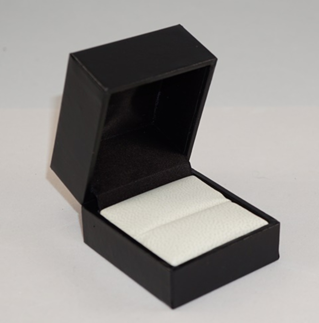 SDR PREMIUM - RING BOX LEATHERETTE BLACK TWO TONES INSERTS & OUTER BOX image 1
