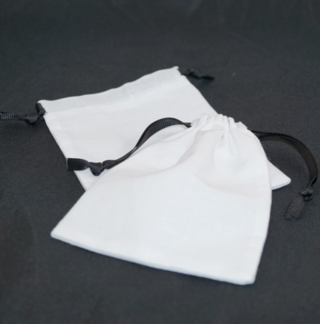 LARGE CALICO POUCH WHITE/BLACK RIBBON 95 X 130 MM image 0