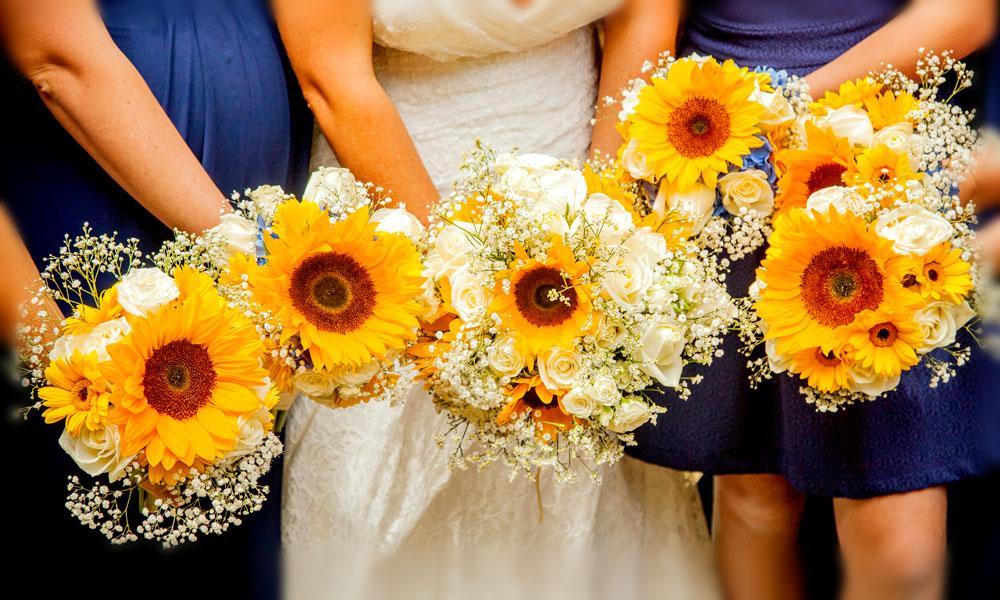 Sharni-Dysart-Wedding-sunflowers-(2)