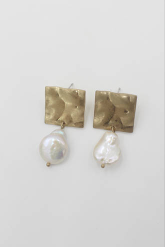 Divine Square Pearl Earring