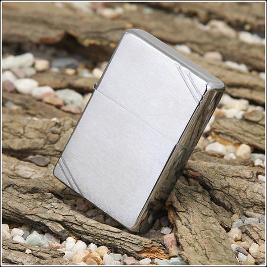 Zippo Vintage Brushed Chrome Lighter