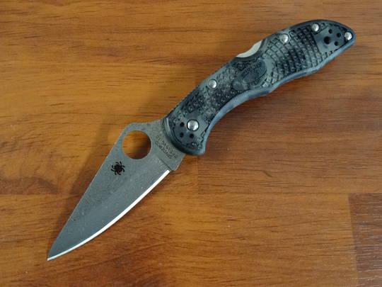 Spyderco Delica Damascus Plain Blade, Zome Gray FRN Handles