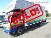 Isuzu NPR450 4X2 BOX BODY 2004