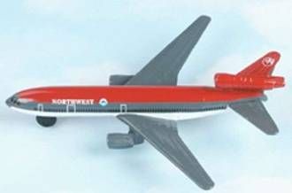 Hot Wings - DC-10 Northwest Airlines