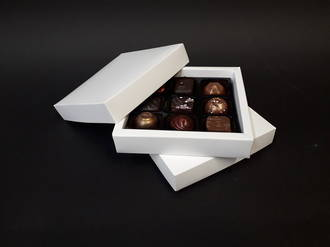 9 Piece Chocolate Box White Double Walled Card Base & Lid+Insert