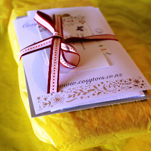 Christmas-gift-wrapping-cosy-toes-313