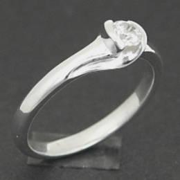 R267SS Single diamond set in a koru band in white gold