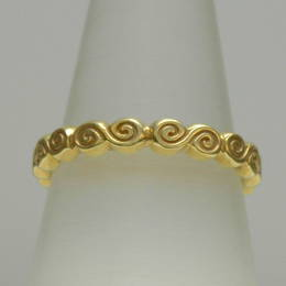 R355 Celtic Spiral band in yellow gold