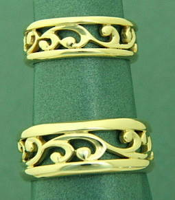R251 Koru wedding band set in Yellow Gold