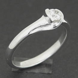 R267SS Single diamond set in a koru band in white gold