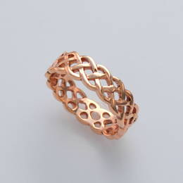R367 Celtic knot band in Rose Gold
